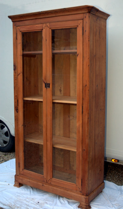 ARMOIRE VITRINE EN PITCHPIN / PITCHPINE DISPLAY CABINET