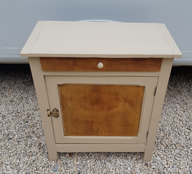 PETIT CONFITURIER PEINT / SMALL PAINTED CUPBOARD