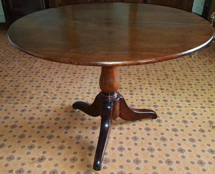 TABLE RONDE ACAJOU PIED CENTRAL/ MAHOGANY ROUND TABLE CENTRAL FOOT