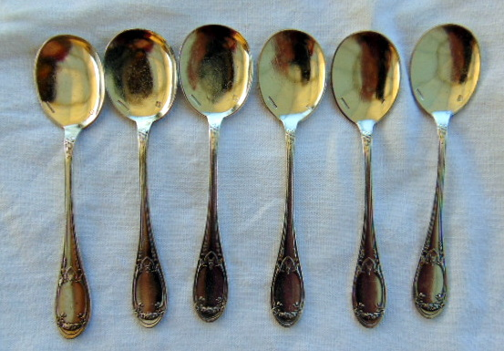 6 CUILLERES A GLACE ARMOIRIES / 6 ICE SPOONS ARMORIAL