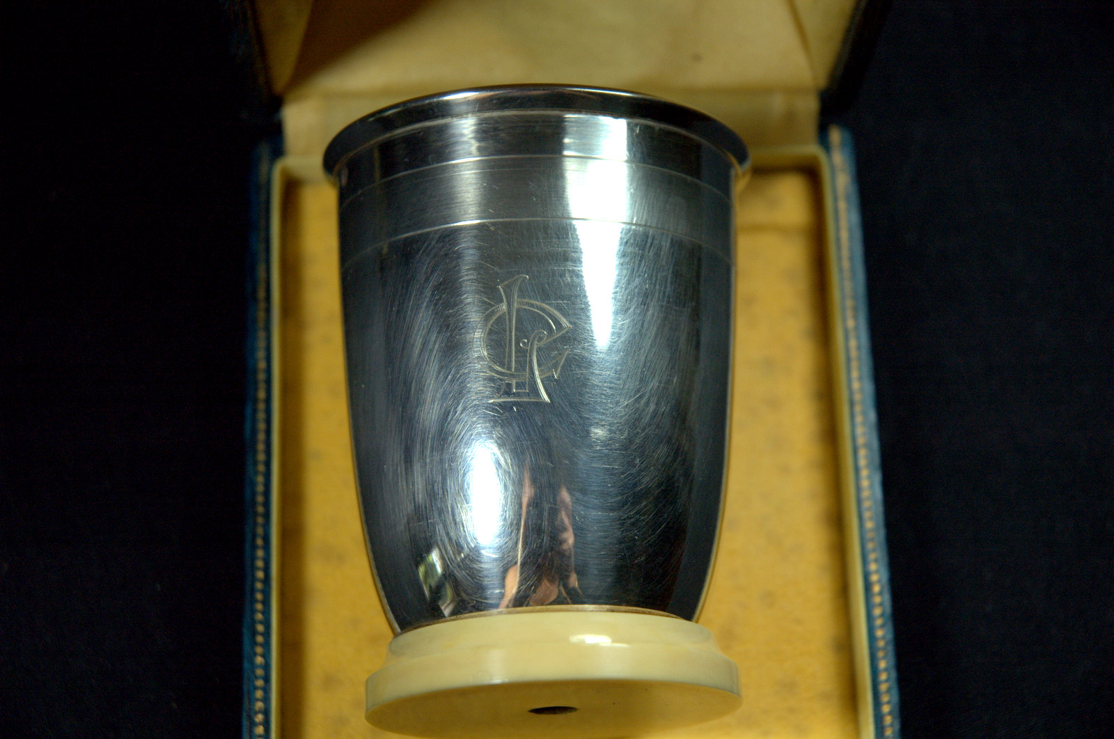 TIMBALE ARGENT ET IVOIRE/SILVER IVORY TUMBLER
