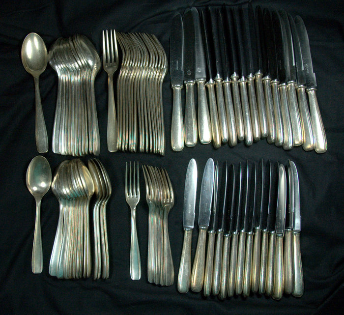 MENAGERE METAL ARGENTE ERCUIS / SILVER PLATED CUTLERY