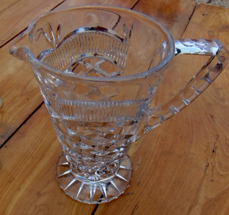 PICHET EN CRISTAL GRAVE / CARVED CRYSTAL PITCHER