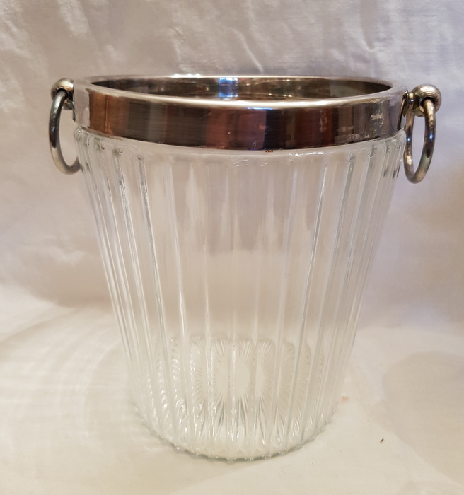 SEAU A CHAMPAGNE VERRE ET METAL ARGENTE/CHAMPAGNE BUCKET GLASS AND SILVER METAL