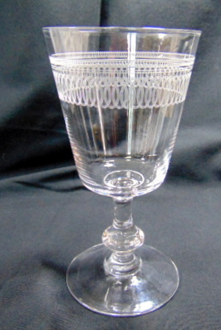 8 VERRES CRISTAL GRAVE / 8 ENGRAVED CRYSTAL GLASSES