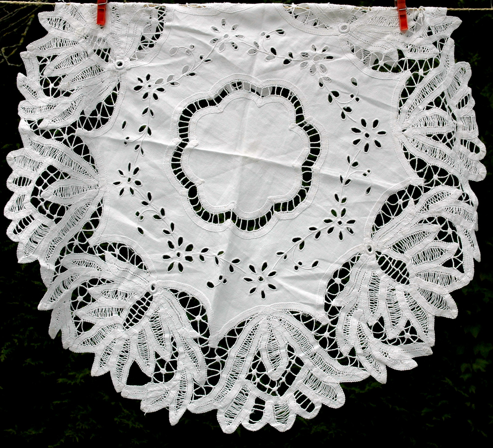 NAPPE RONDE BRODERIE RICHELIEU