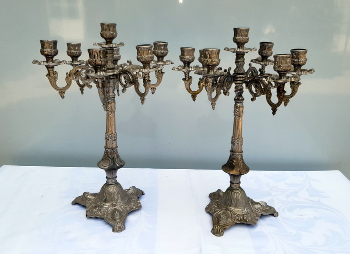 PAIRE DE CANDELABRES A 7 FEUX / PAIR  OF CANDELABRA WITH 7 LIGHTS