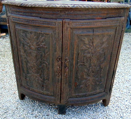 ENCOIGNURE BOIS SCULPTE / WOOD CARVED CORNER CUPBOARD