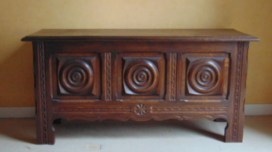 COFFRE BRETON CHENE SCULPTE / CARVED OAK BRITTANY CHEST
