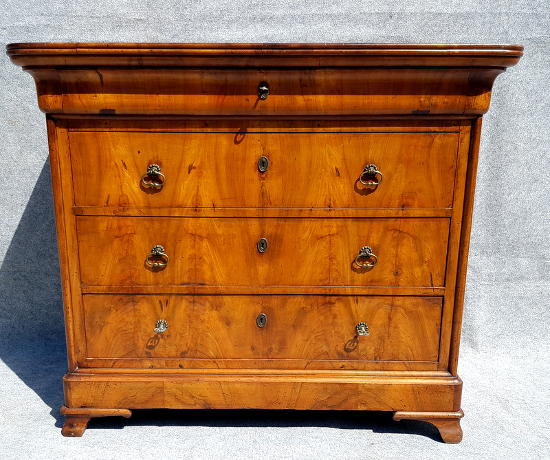 COMMODE EN MERISIER / CHERRYWOOD CHEST OF DRAWERS