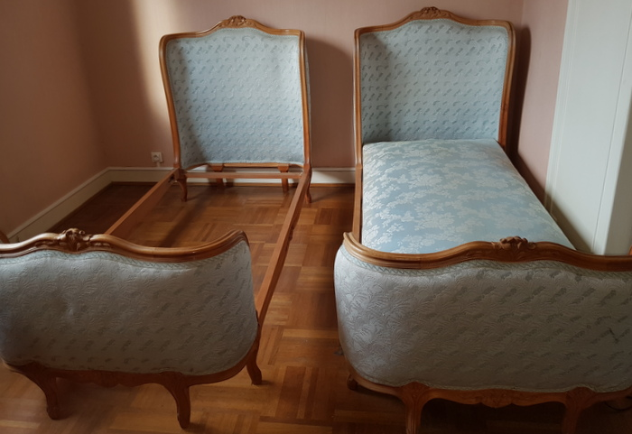 PAIRE DE LITS CORBEILLE / PAIR OF SINGLE BEDS