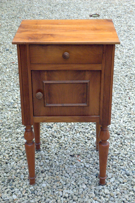 CHEVET MERISIER / CHERRYWOOD BEDSIDE TABLE
