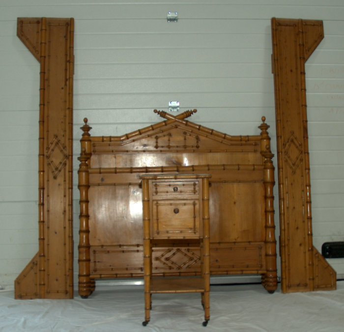LIT ET CHEVET ROTIN 1900/ RATTAN BED AND BEDSIDE 1900