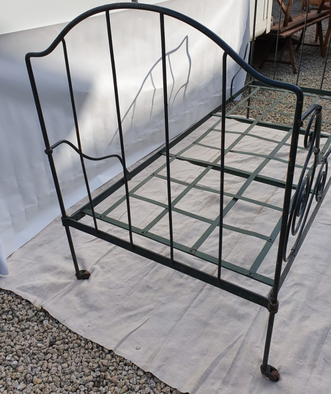 LIT FER FORGE ANGELOTS / WROUGHT IRON SINGLE BED WITH ANGELS