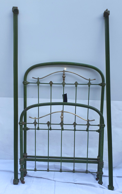 LIT 1 PERSONNE FER ET LAITON / WROUGHT IRON AND BRASS SINGLE BED