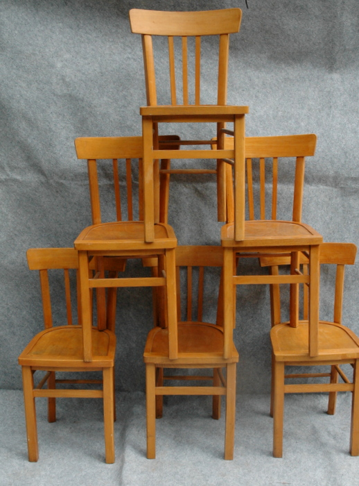 12 CHAISES DE BISTROT / 12 BAR CHAIRS