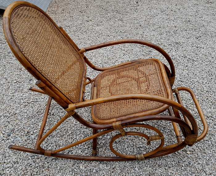 ROCKING CHAIR ROTIN ET CANNAGE/ ROCKING CHAIR RATTAN AND CANNAGE