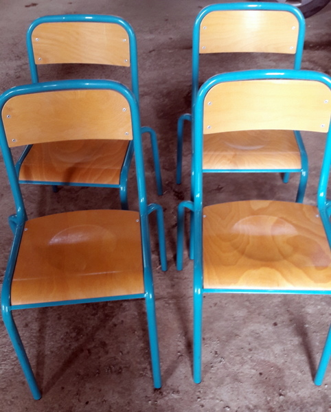 LOT DE CHAISES D'ECOLE / SET OF SCHOOL CHAIRS