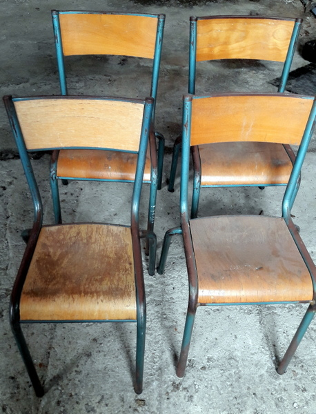 LOT D'ANCIENNES CHAISES D'ECOLE / SET OF OLD SCHOOL CHAIRS