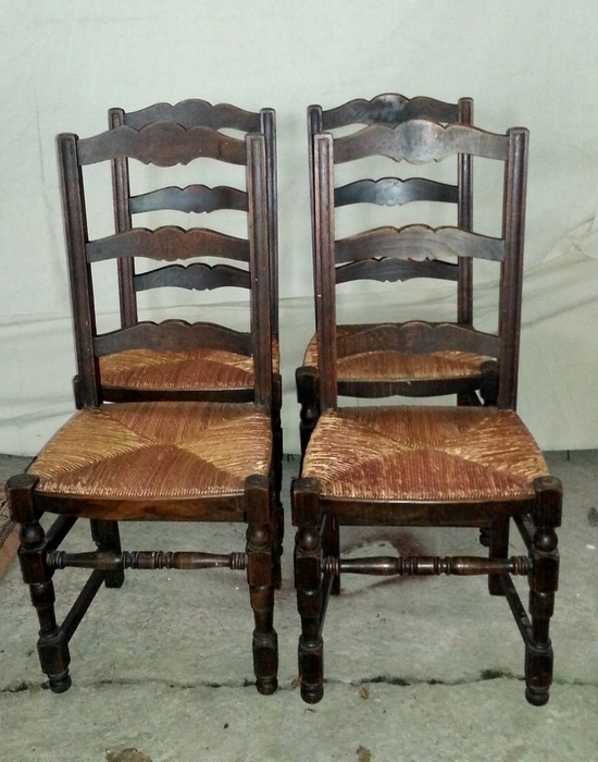 4 CHAISES CHENE ASSISE PAILLEE / 4 OAK CHAIRS STRAW SEAT