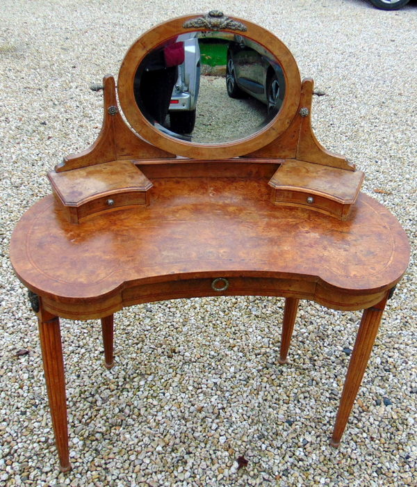 COIFFEUSE ROGNON RONCE DE NOYER / KIDNEY SHAPE DRESSING TABLE
