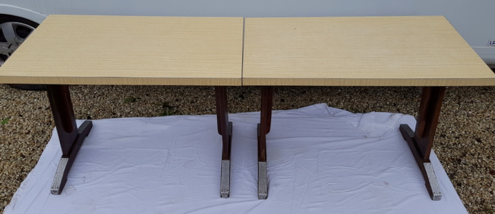 2 TABLES DE BAR FORMICA / 2 FORMICA BAR TABLES