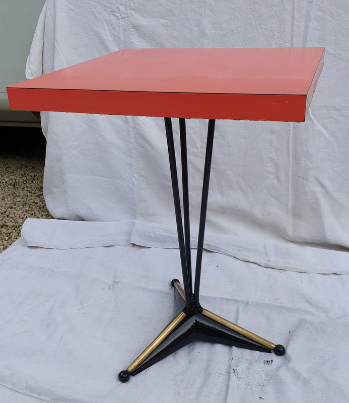 TABLE DE BISTROT CARREE FORMICA ROUGE/ COFFEE SQUARE TABLE RED FORMICA