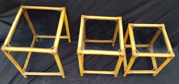 3 TABLES GIGOGNES BAMBOU / 3 BAMBOO NESTING TABLES