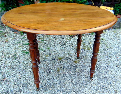 TABLE RONDE NOYER SANS ALLONGE / WALLNUT ROUND TABLE